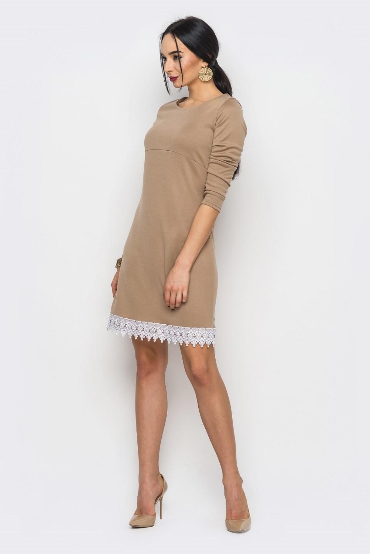 Светлое трикотажное платье